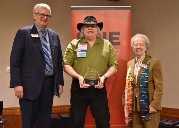 SPIE President Jim Oschmann, left, and Professor Maria Yzuel, right, present Rick Trebino with the 2019 SPIE Maria J. Yzuel Educator Award