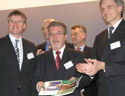 Handover of the Second Strategic Research Agenda; from left, front, Martin Goetzeler, Rudolf Strohmeier, Thomas Geelhaar