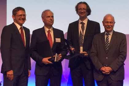 At the award ceremony in Oberkochen, Germany: ZEISS president and CEO Michael Kaschke, award winners Jörg Wrachtrup and Fedor Jelezko, and Jürgen Mlynek, member of the Supervisory Board at Carl Zeiss AG.